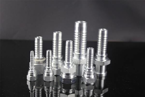 10411 okovi su metrične muške svjetiljke od 24 stupnja u konusu tipa DIN3853. 10411 okovi se popularno proizvode od 1/4 '' do 1.1 / 2 ''. 10411 okov završen je pocinčavanjem koje se mogu odabrati tri vrste, koje su pocinčane, kromirane i ponikle. Priključci YH Hidraulike su dobre kvalitete koji se mogu ugraditi na jednostavan način i koristiti se u dužem vijeku trajanja.